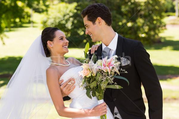 романтические новобрачный пару букет парка счастливым Сток-фото © wavebreak_media