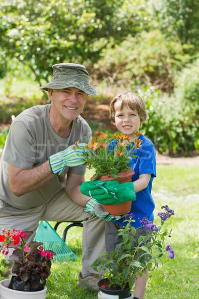 Nonno nipote impegnato giardinaggio ritratto sorridere Foto d'archivio © wavebreak_media