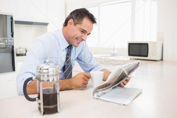 Mosolyog jólöltözött férfi kávéscsésze olvas újság Stock fotó © wavebreak_media
