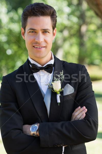 Lo sposo braccia incrociate giardino ritratto piedi uomo Foto d'archivio © wavebreak_media