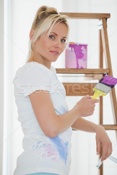 женщину кистью лестнице портрет Сток-фото © wavebreak_media