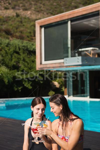 Mujeres bebidas piscina dos hermosa Foto stock © wavebreak_media