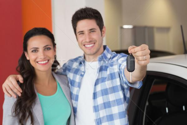 笑みを浮かべて カップル 新しい車 キー ショールーム ストックフォト © wavebreak_media