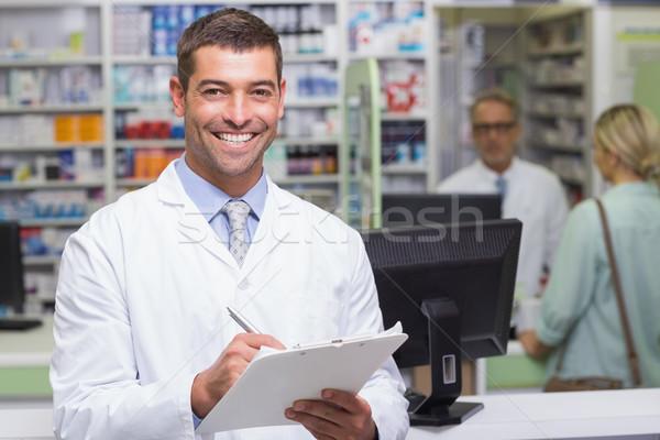 Gelukkig apotheker naar camera ziekenhuis apotheek Stockfoto © wavebreak_media