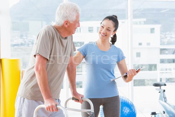 Edző bátorít idős férfi fitnessz stúdió Stock fotó © wavebreak_media