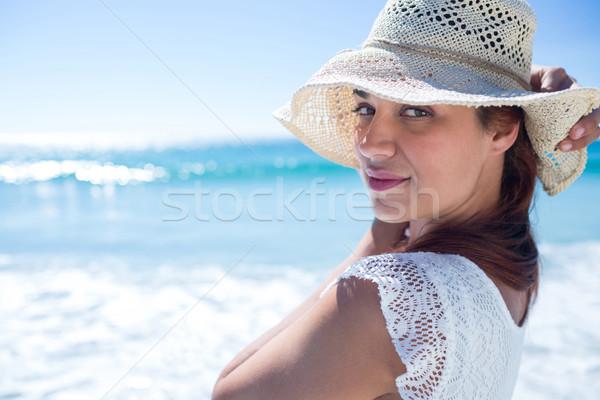 Bella bruna indossare paglietta guardando fotocamera Foto d'archivio © wavebreak_media