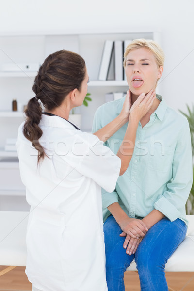 Medico paziente collo dolore medici Foto d'archivio © wavebreak_media