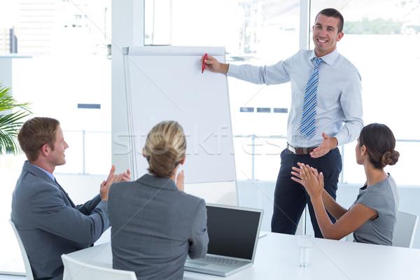 Manager presenteren collega's kantoor man Stockfoto © wavebreak_media