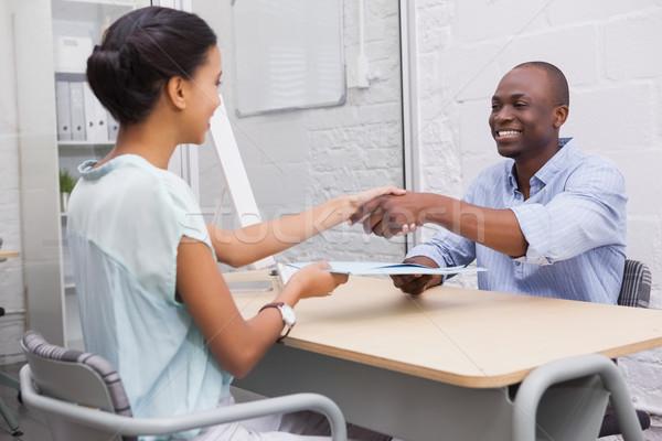 Gelukkig zakenlieden handen schudden kantoor vrouw hand Stockfoto © wavebreak_media
