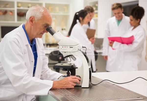Medische hoogleraar werken microscoop universiteit man Stockfoto © wavebreak_media