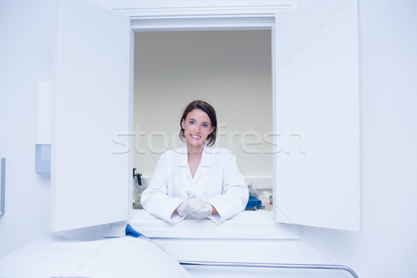 Női biológus mosolyog kamera ki ablak Stock fotó © wavebreak_media