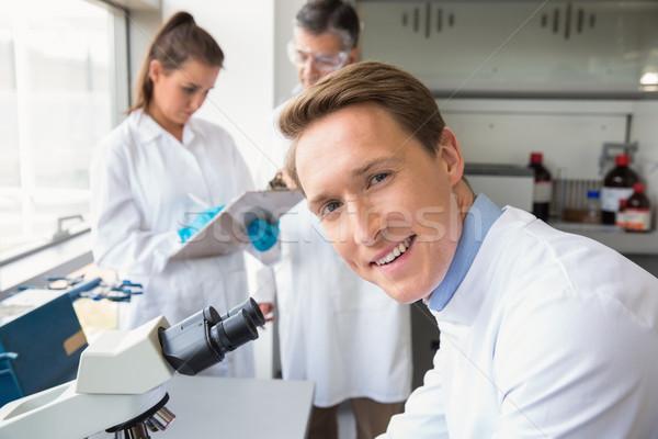 ученого глядя микроскоп лаборатория школы медицинской Сток-фото © wavebreak_media