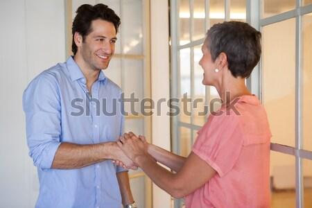 Lezser üzleti partnerek kézfogás iroda számítógép kéz Stock fotó © wavebreak_media