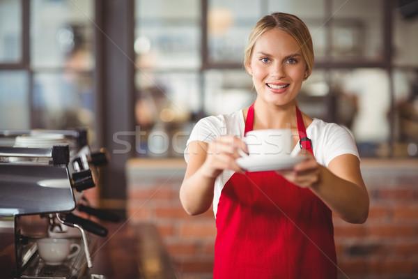 Mooie barista beker koffie portret coffeeshop Stockfoto © wavebreak_media
