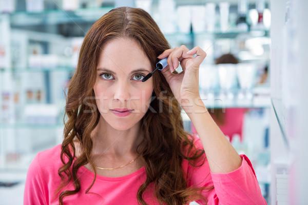 きれいな女性 マスカラ 薬局 ショッピング 女性 顧客 ストックフォト © wavebreak_media