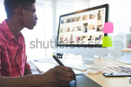 Magasról fotózva portré mosolyog üzletasszony ül irodai asztal Stock fotó © wavebreak_media