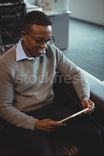 Atento executivo digital comprimido escritório teia Foto stock © wavebreak_media