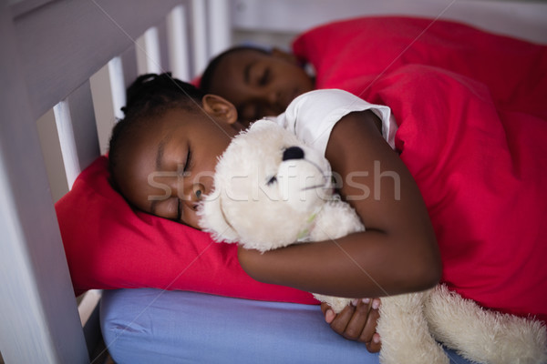 Testvérek alszik ágy otthon magasról fotózva kilátás Stock fotó © wavebreak_media