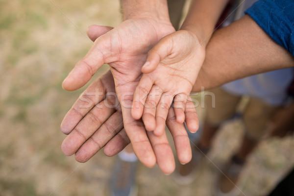 Familie handen permanente kind Stockfoto © wavebreak_media