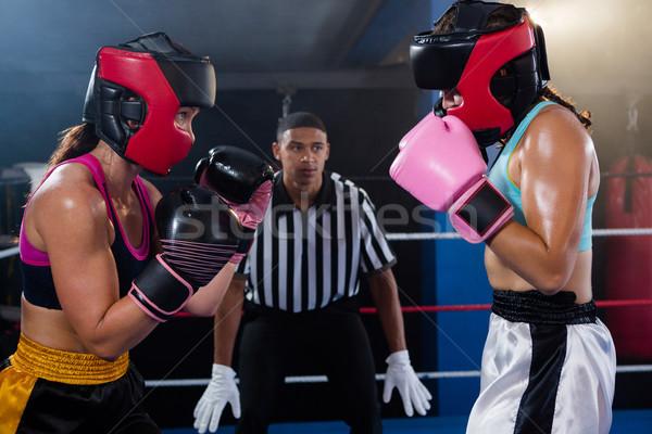 Giovani maschio arbitro guardando femminile Foto d'archivio © wavebreak_media