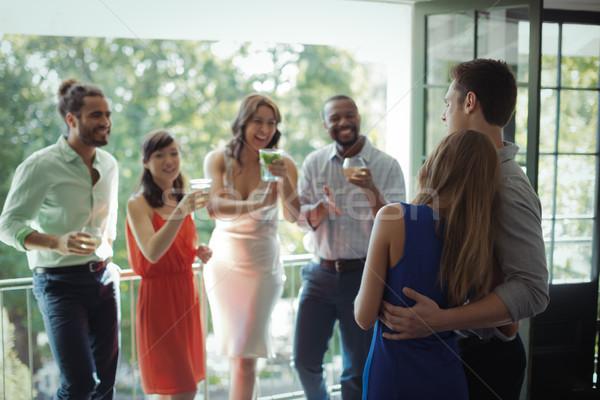 Csoport barátok egyéb koktél ital étterem Stock fotó © wavebreak_media