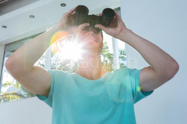 Man naar verrekijker home gelukkig Stockfoto © wavebreak_media