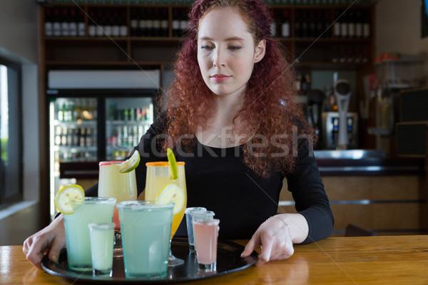 Hermosa camarera bebidas bar contra Foto stock © wavebreak_media