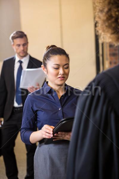 弁護士 見える 文書 女性実業家 オフィス 男 ストックフォト © wavebreak_media