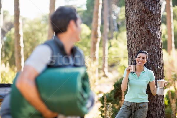 пару глядя другой лагерь дерево Сток-фото © wavebreak_media