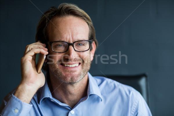 Portret uśmiechnięty człowiek mówić telefonu biznesmen Zdjęcia stock © wavebreak_media