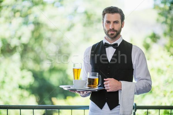 Férfi pincér tart tálca sör üveg Stock fotó © wavebreak_media