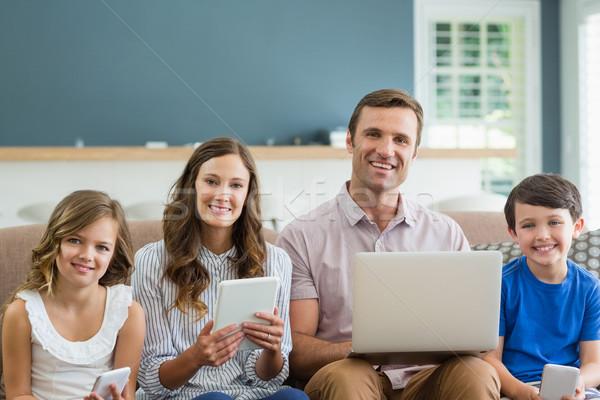 Stockfoto: Glimlachend · familie · digitale · tablet · telefoon · laptop