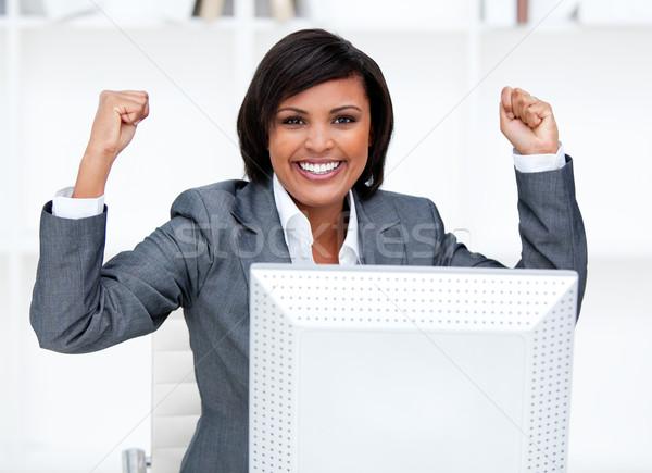 Femme d'affaires air célébration bureau ordinateur exécutif Photo stock © wavebreak_media
