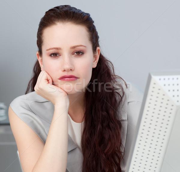 Vervelen jonge zakenvrouw naar camera Stockfoto © wavebreak_media