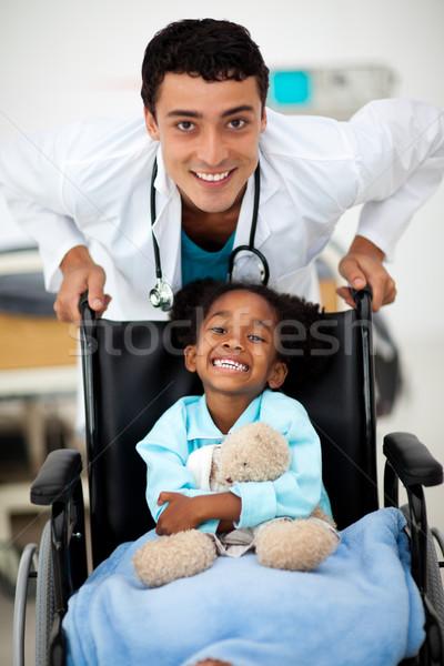 Jeunes enfant médecin heureux homme femmes Photo stock © wavebreak_media
