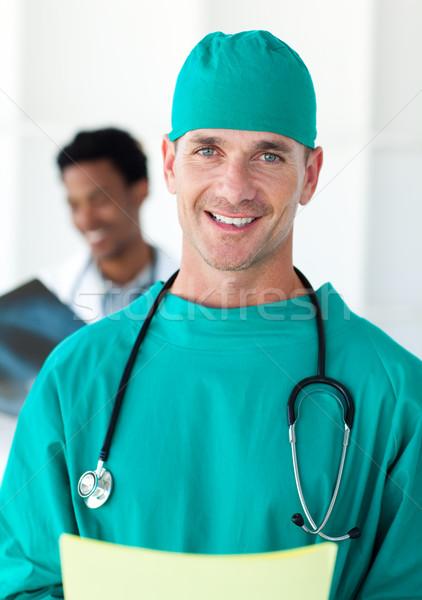 Retrato cirurgião sorridente câmera colega homem Foto stock © wavebreak_media