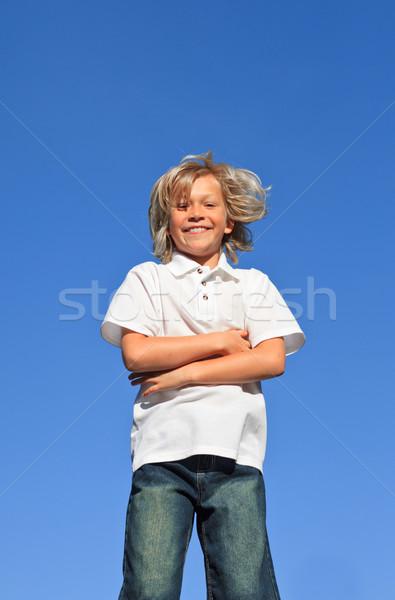 ストックフォト: 子供 · 腕 · 折られた · 屋外 · 青空