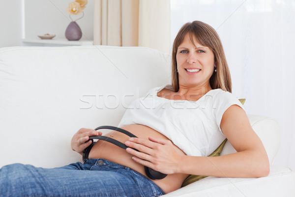 Mutlu hamile kadın kulaklık göbek bakıyor kamera Stok fotoğraf © wavebreak_media