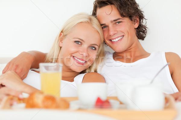Glimlachend paar ontbijt slaapkamer vrouw Stockfoto © wavebreak_media