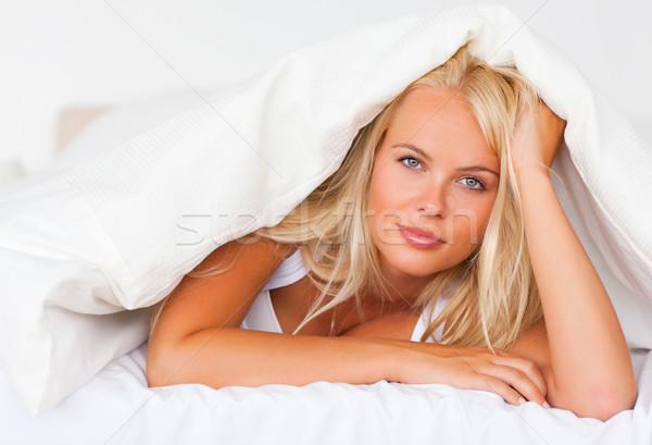 Szőke nő arc szépség pihen ágy vicces Stock fotó © wavebreak_media