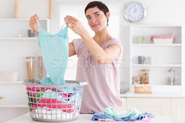 Uśmiechnięta kobieta ubrania użyteczność pokój wiosną pracy Zdjęcia stock © wavebreak_media
