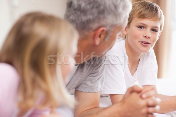 отец обсуждение детей спальня семьи улыбка Сток-фото © wavebreak_media