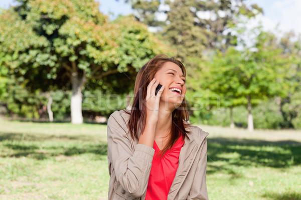 女性 笑い 楽しく 電話 立って 明るい ストックフォト © wavebreak_media