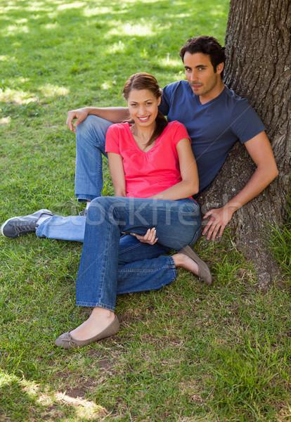2 笑みを浮かべて 友達 見える サイド 座って ストックフォト © wavebreak_media