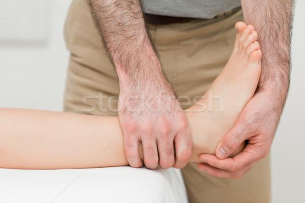 Caviglia paziente manipolata stanza medici care Foto d'archivio © wavebreak_media