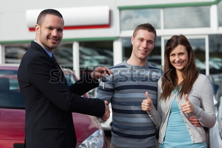 Man verkoper handel handen paar Stockfoto © wavebreak_media
