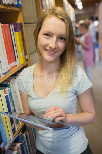 Kadın ayakta kolej kütüphane Stok fotoğraf © wavebreak_media