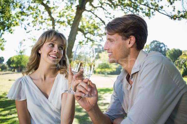 Cute paar vergadering buiten champagne Stockfoto © wavebreak_media