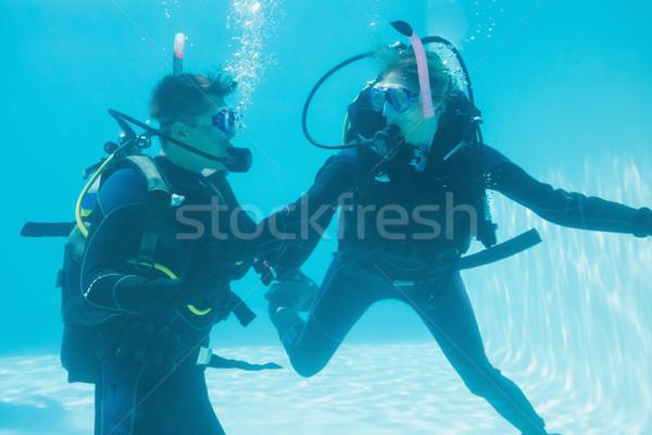 Vrienden scuba opleiding zwembad vakantie man Stockfoto © wavebreak_media
