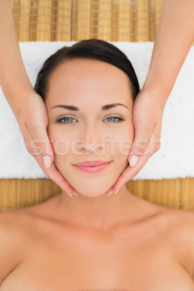 Paisible brunette massage femme Photo stock © wavebreak_media